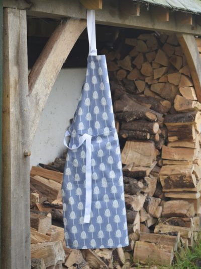 Teasel Apron hanging (new with pocket)